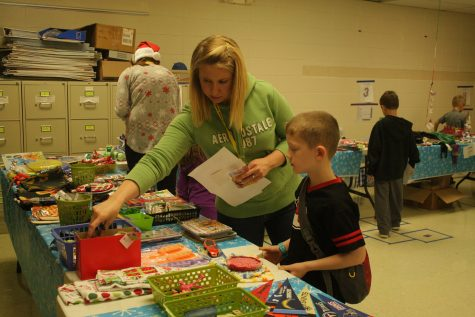 """PTO """"Wraps Up"""" Holiday Shop"""