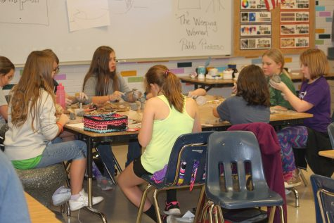 Middle School Art Club Paints Bright Future For Artists