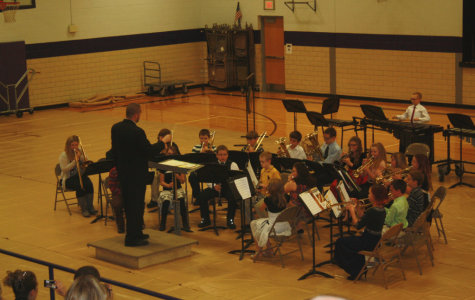 Middle and High School Bands Perform Concert in Elementary