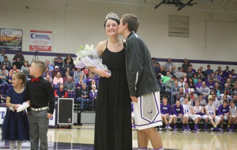 New Queen Crowned at Courtwarming