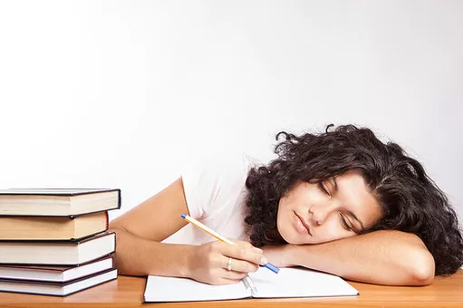 https://www.amandadewinter.com/single-post/2016/12/01/Don't-wake-your-sleeping-teenager-to-study