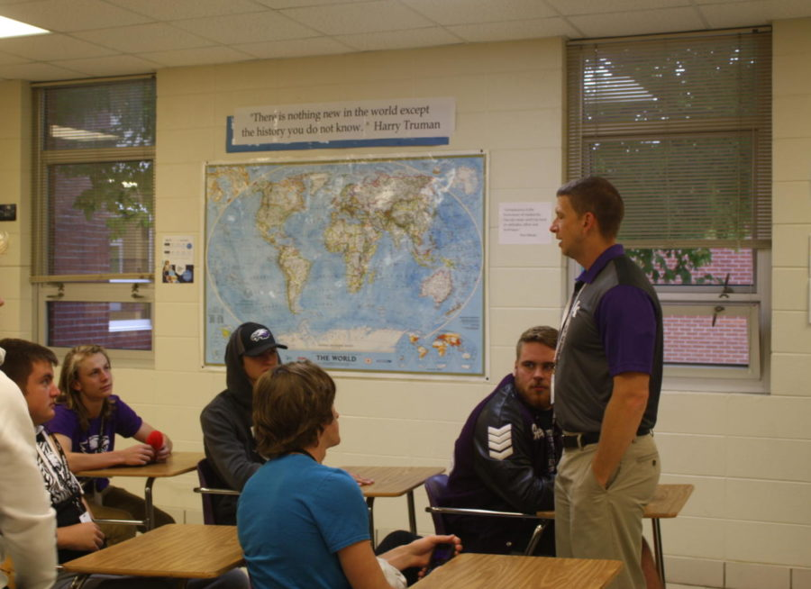Mr.+Carroll+discusses+with+his+students+in+an+Advanced+American+History+class