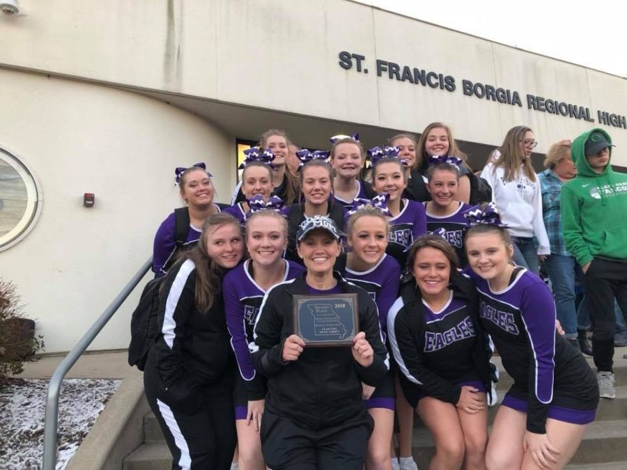 The+cheer+squad+poses+wit+their+plaque