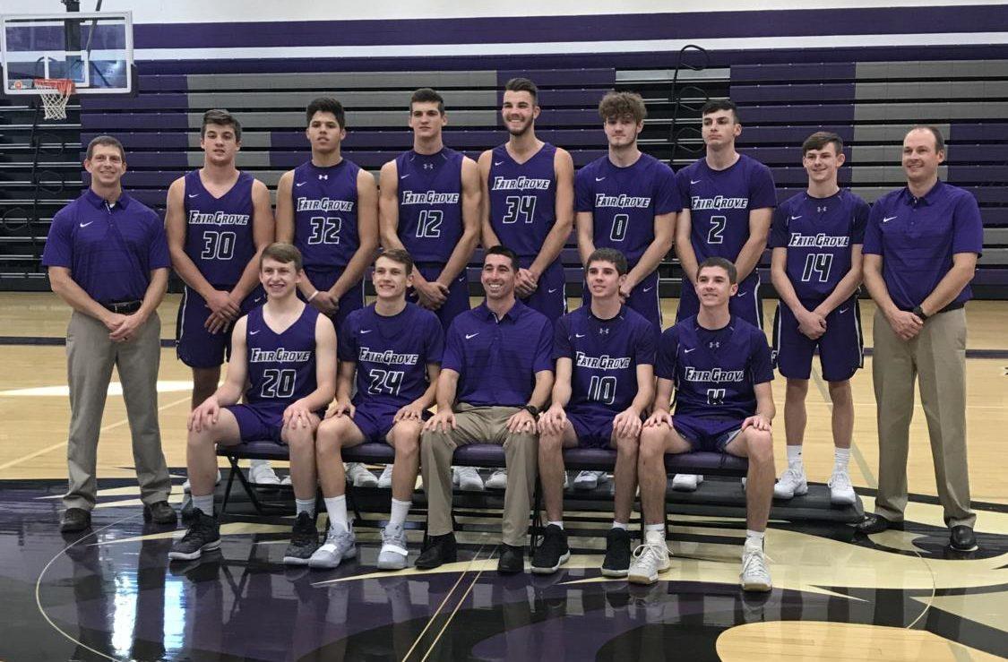 The 2018-2019 boys varsity basketball team poses for a photo