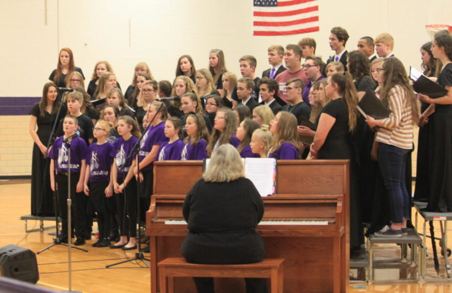 The middle school choir sings at the 2018 Winter Concert.