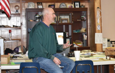 Mr. Crutcher discusses with an agriculture class.