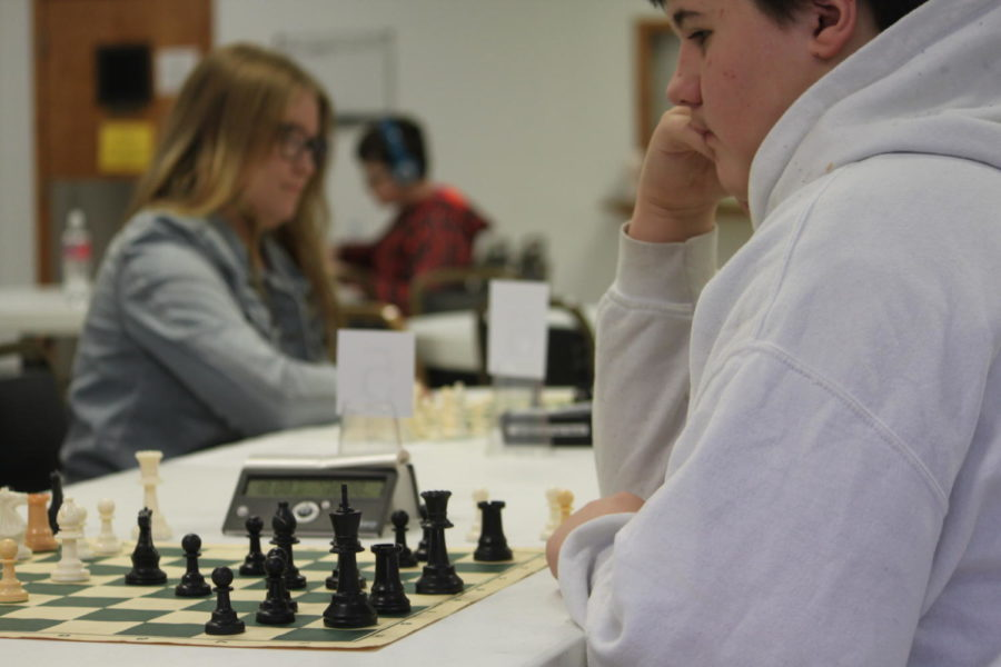 Middle and High School Chess Club Competes in Springfield Tournament