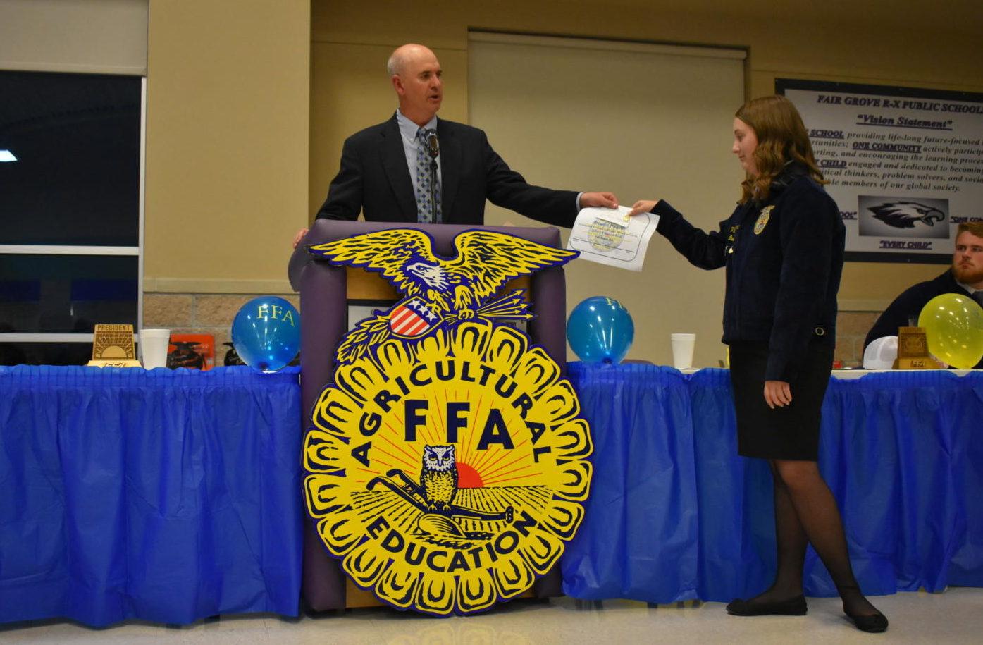 Brooke Heavin (11) recieves an award at the 2019 FFA Banquet.