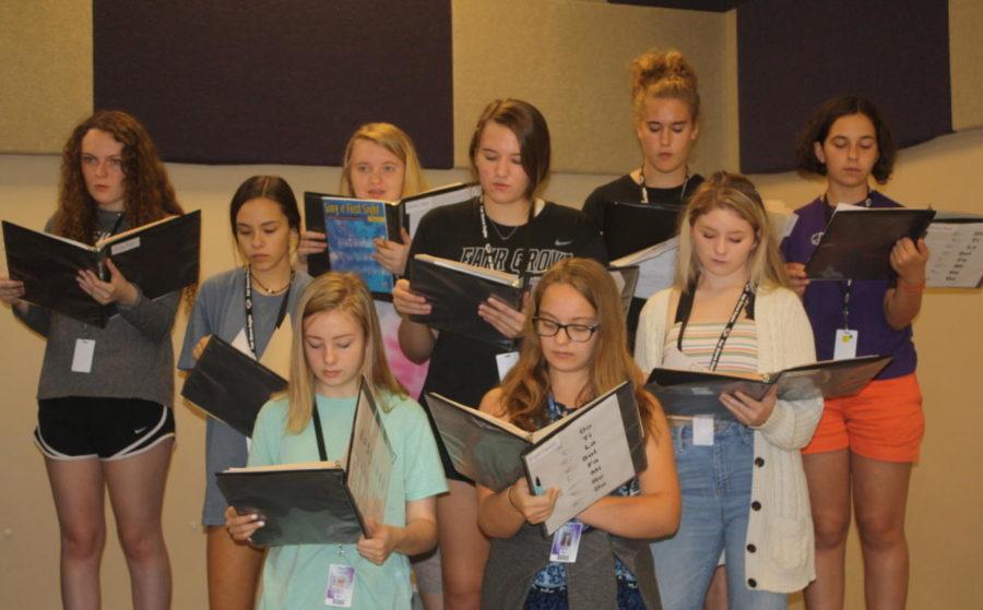 High School Choir practicing during their 3rd hour class