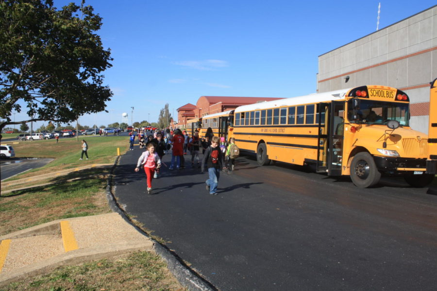 Students+walking+to+the+bus+after+school+ready+to+thank+their+bus+drivers