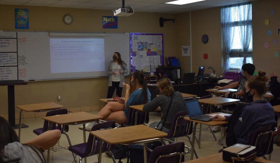 Nikki+Kisling+teaching+a+math+class+during+the+COVID-19+pandemic.