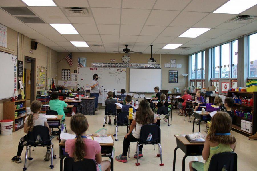 Mrs.+Strader+teaching+her+third+grade+class.